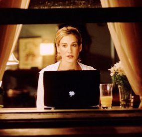 carrie-bradshaw-computer-apartment